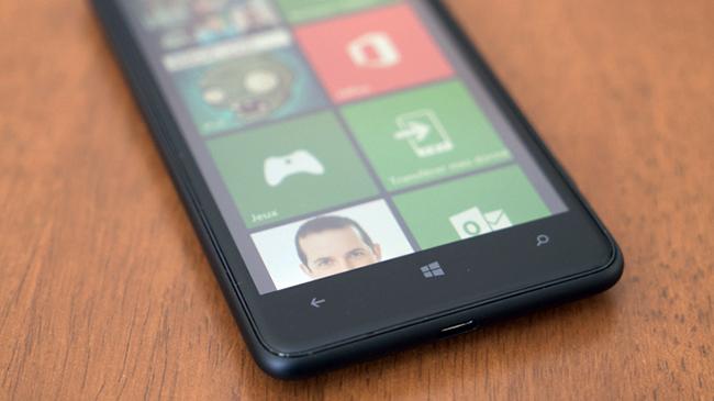 NokiaLumia625-WindowsPhone.jpg