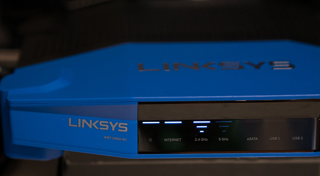 Linksys_WRT1900AC_LED.jpg