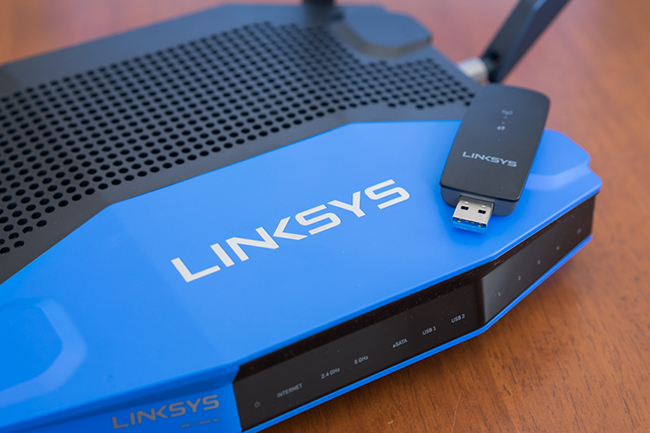 Linksys_WRT1900AC-top_withAC1200.jpg