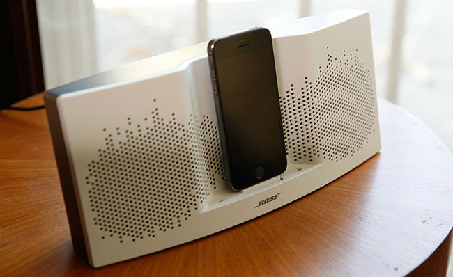 sounddock-xt-sur-table.jpg