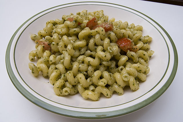640px-Pasta_with_pesto.jpg