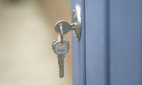 A-key-in-a-door-lock-007.jpg