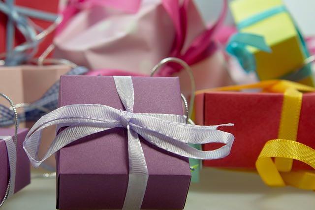 gift-444519_640 (1).jpg