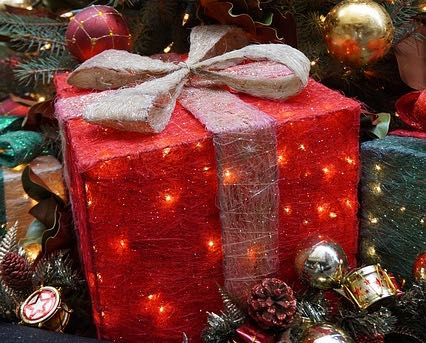 gifts-644966_640 (2).jpg