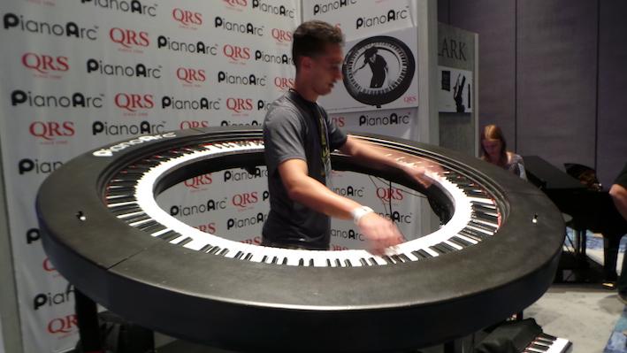 Round piano