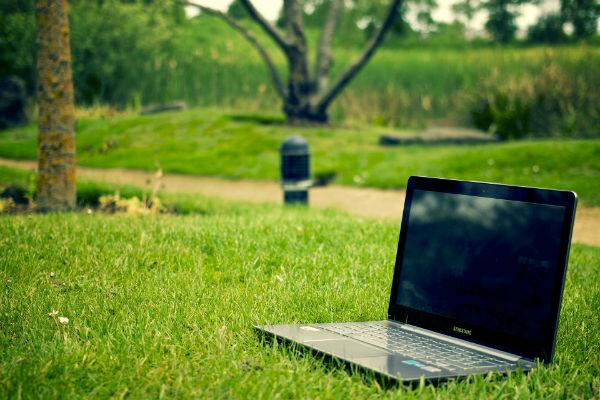 Comment travailler dehors avec un ordinateur