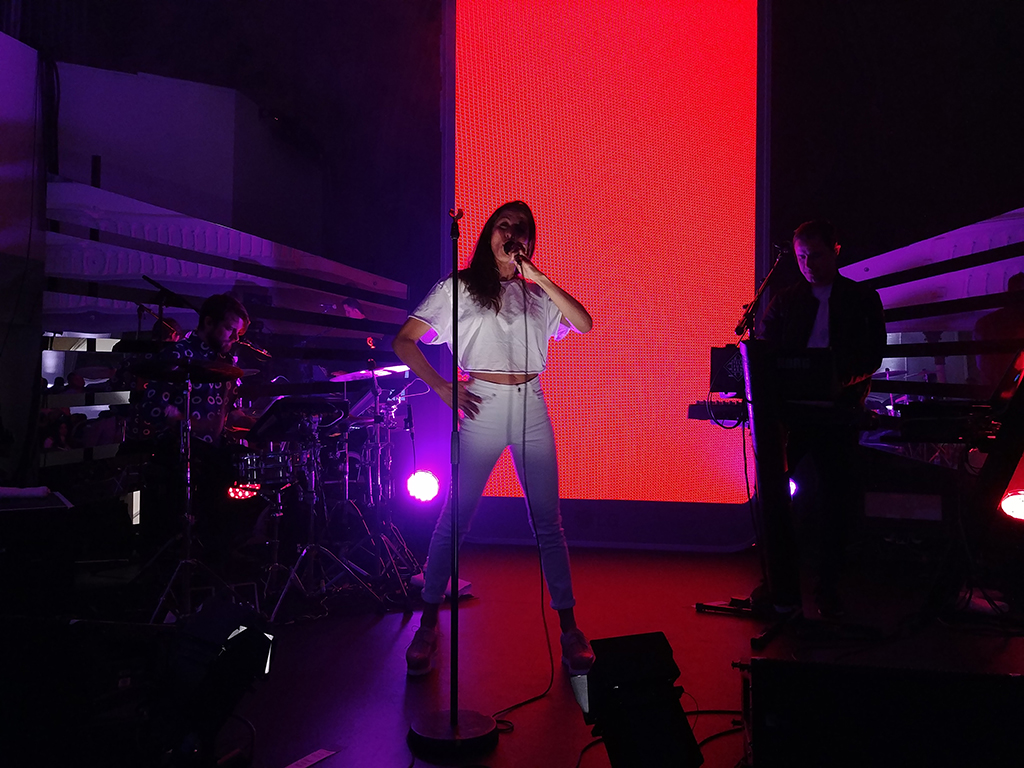 LG G6 Lancement spectacle de Dragonette