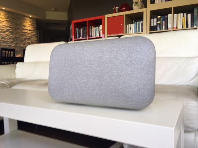 Google Home Max s'intègre bien à un décor