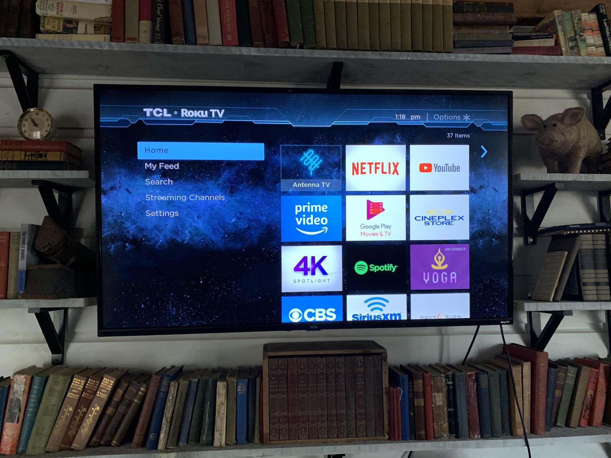 Évaluation du téléviseur intelligent Roku HDR UHD 4K série 4 de 55 po de TCL