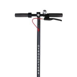 Aperçu du guidon muni de phares et de commandes de la trottinette électrique portable Flash de Gyrocopters visibles sur fond blanc.