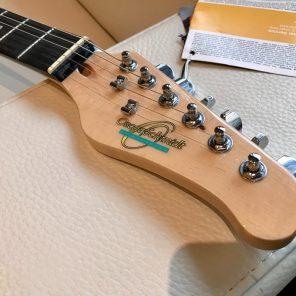 Guitare abordable d'Oscar Schmidt