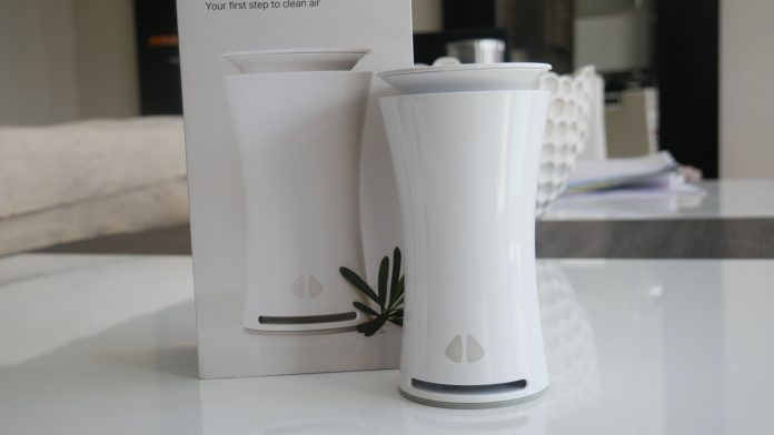 Image of uHoo with box