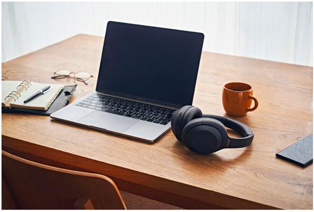 Un casque d'écoute parfait pour travailler de la maison