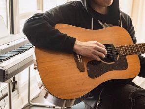 Apprenez la guitare électrique en 2021