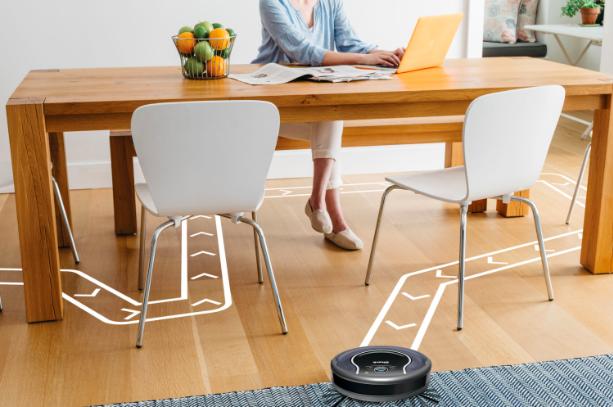Travaillez plus longtemps pendant que votre aspirateur robot s'occupe du ménage.