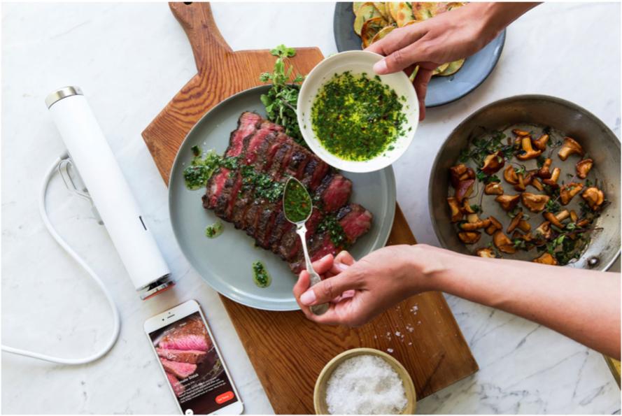 Cuisiner la viande à l'aide d'un cuiseur sous vide intelligent