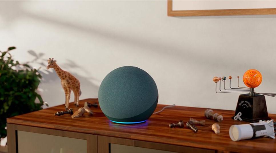 Concentrateur de maison intelligente Amazon Echo (4e génération) avec Alexa