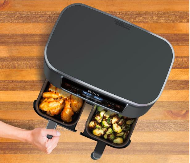 La friteuse à air d'Insignia: 2 paniers de cuissons pour plus de possibilités