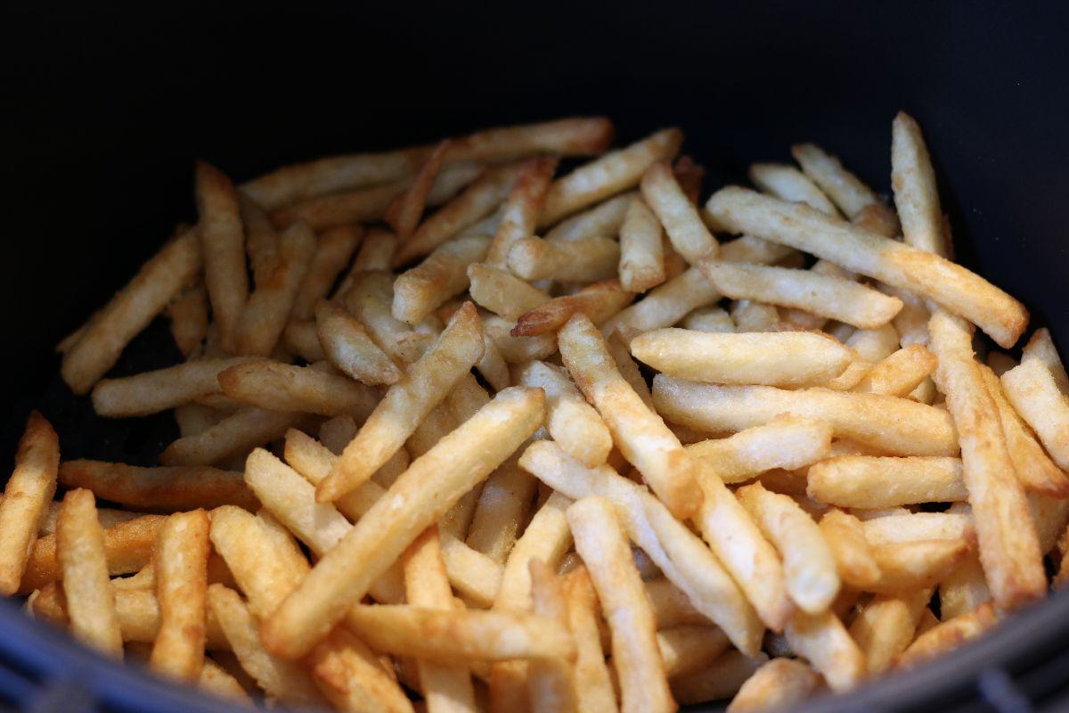 Frites préparées avec la friteuse à air chaud tactile Bella Pro