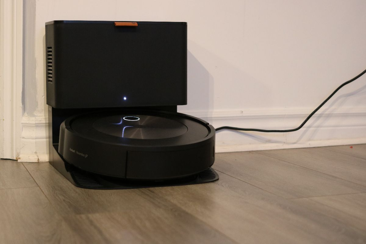 Aspirateur robot Roomba j7+ d'iRobot
